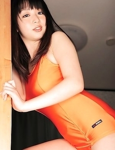 Megumi Suzumoto with big boobs in orange bath suit loves sports