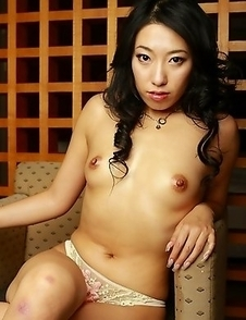 Sexy Ozawa Chris is posing topless