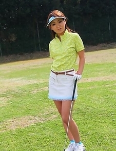 Sexy Erika Hiramatsu playing golf