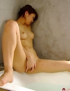 Runa Sesaki enjoys in bath time